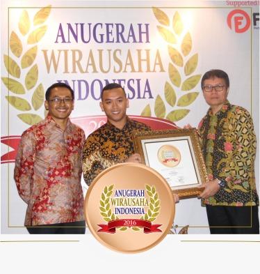 Try Wibowo mendapatkan Anugrah Wirausaha Indonesia 2016